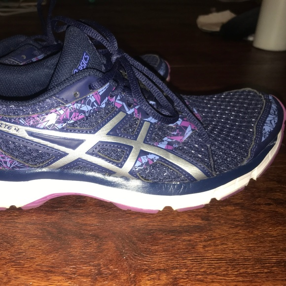ASICS Women's Gel Excite 4 Size 9.5 (NEW)
